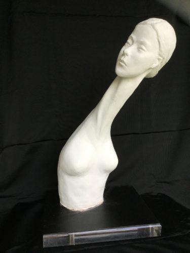 Femme au long cou